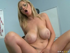 Katie Kox like the hard bung of her hole in the clinic