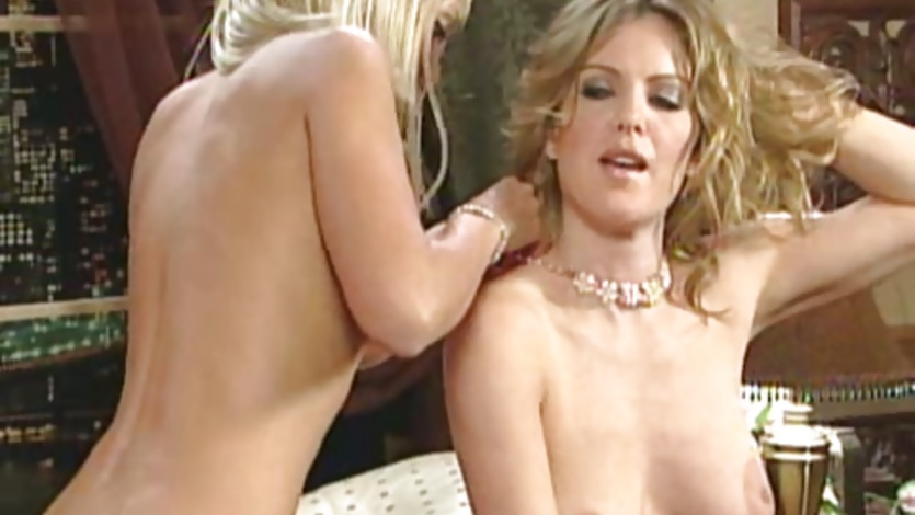 Kira Reed making out with lusty chick on bed