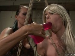 Mandy Bright insert dildo to hot chicks mouth