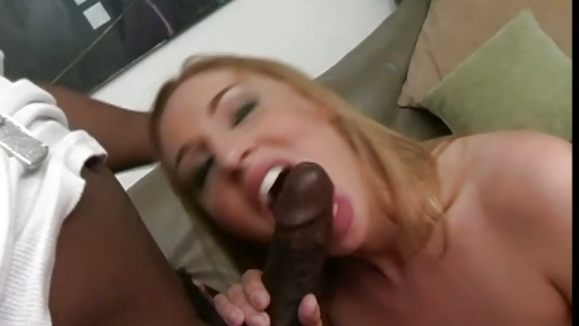 Slutty Lauren Phoenix gets her mouth crammed with cock
