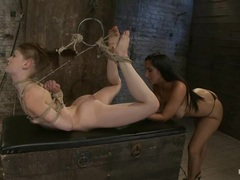 Sensi Pearl gets her snatch toyed by Isis Love