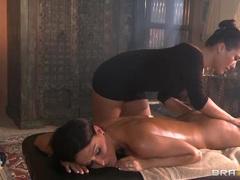 Jessica Jaymes has London Keys massage her curves
