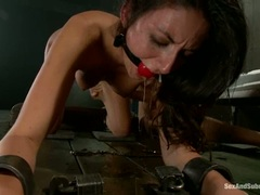 Tart Nikki Daniels gets rutted up her muff fluff