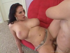 Gianna Michaels giving a huge bouncy tit wank