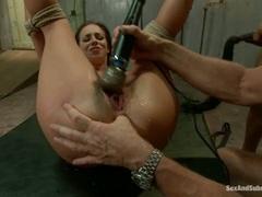 Jada Stevens pussy is buzzed till juicy argasm