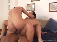 Stunning Simon Peach loves getting double penetrated