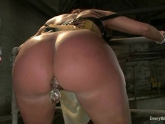 Beautiful Kelly Divine is teased by Bobbi Starr