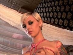 Sassy Emma Mae gets herself tightly bound up