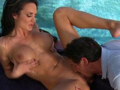Alektra Blue has a tongue massage on her clit