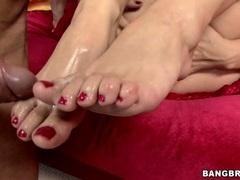 Creamy jizz runs down Sarah Vandella's feet