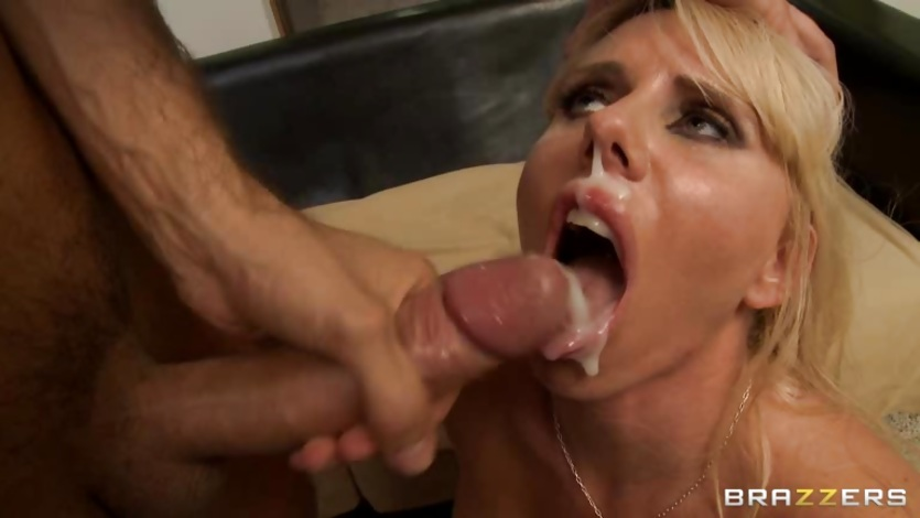 Blonde milf suck huge cock