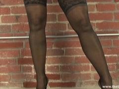Alluring Lisa Ann peels off her sexy bra & panties