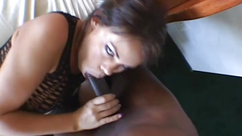 Lesbos tribbing and eating pussy