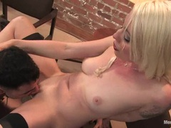 Dominatrix Lorelei Lee gets her moist pussy eaten