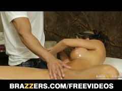 Busty Spanish babe Esperanza Gomez sex massage