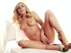 Sizzling Lexi Belle enjoys tormenting her moist pussy