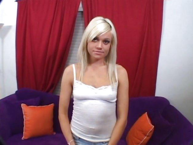 Блондинка затем брюнетка трахаются дома  591756