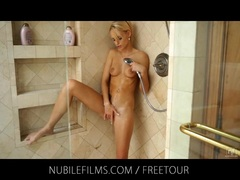 Skinny blonde Erica Fontes shower play