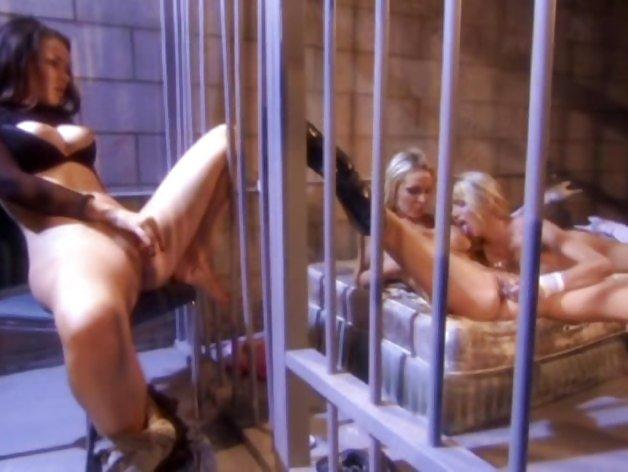 Трах секс в женских тюрьмах видео девушки