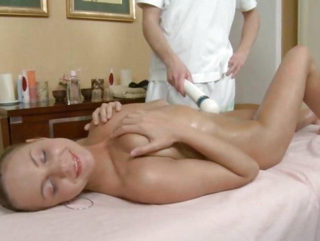 video-massazhist-razvel-starushki-v-posteli-golie-foto