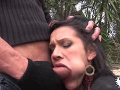 Outdoor deepthroat with brunette