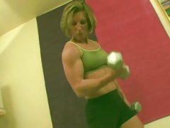 Fit bitch pulls a different muscle