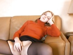 Watch this amateur touching herself