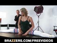 Flexible blond dancer Mia Malkova shows off her ass
