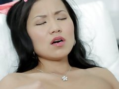 Gorgeous Asian masturbates