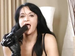 Black haired mature masturbates in rubber