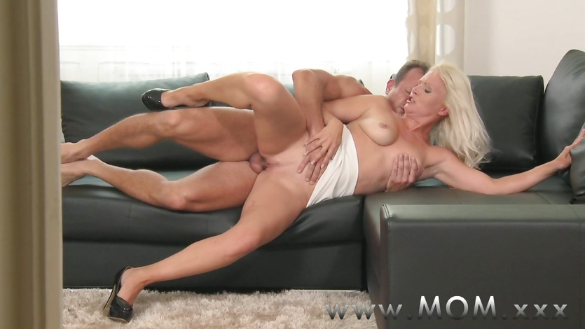 Milf Blonde Girl Gets Fucked