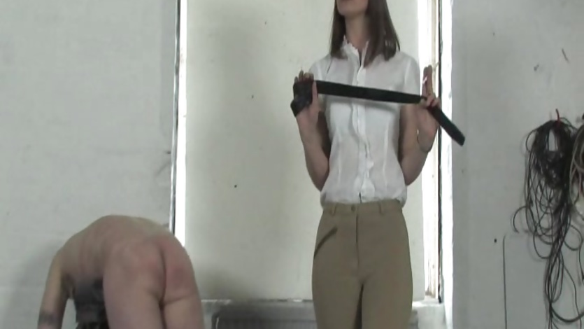 Dominatrix whips her naughty slave
