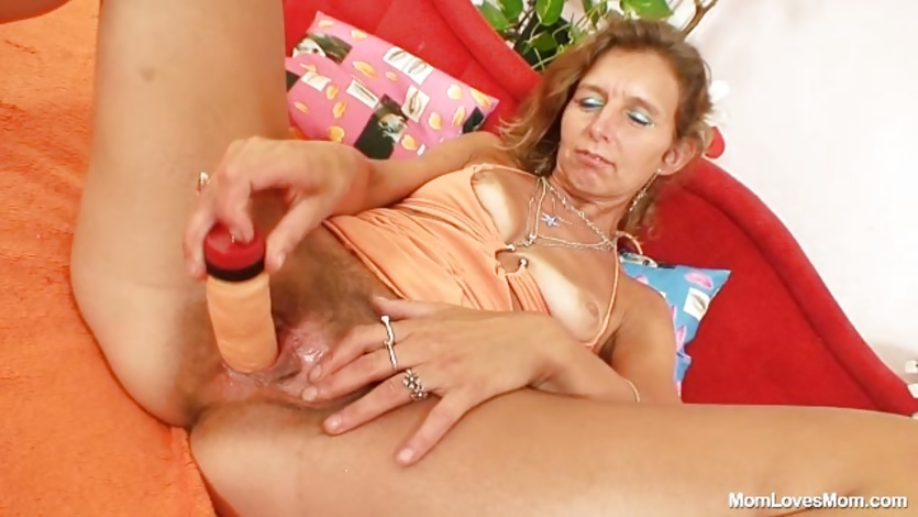 Dirty Mature pumps her hairy pussy