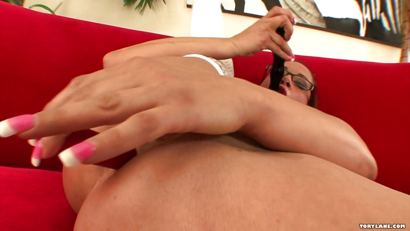Sizzling babe Tory Lane enjoys toying her moist pussy