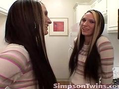 Tasty twins masturbate together
