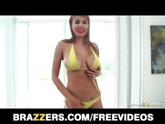 Anita Toro shows off her hot body