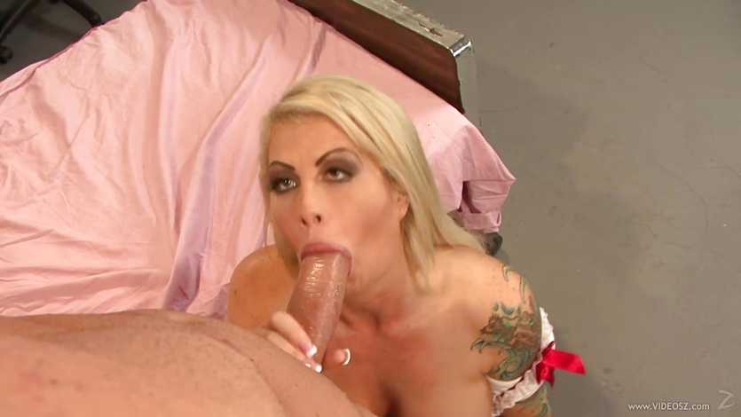 Brooke Haven wraps her lips round this stiff cock
