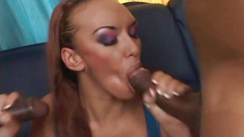 Alluring babe gets her mouth filled with hard cock
