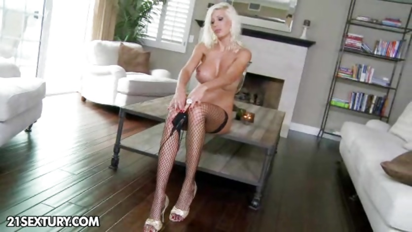 Sizzling Puma Swede exposes her succulent round tits