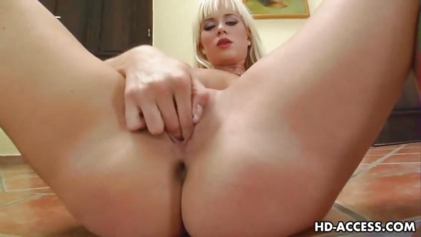 Sexy MILF fucks herself hard with a huge dildo