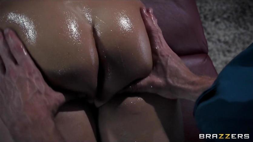 Jessie Volt chokes on this hard throbbing cock