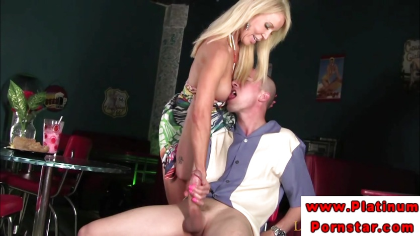 Erica Lauren bounces her pussy on this hard dick