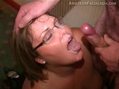 Spectacled BBW getting a total facial