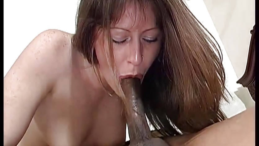 Liza Harper wraps her moist lips round this hard dick