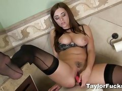 Sexy Taylor vixen loves teasing her moist pussy