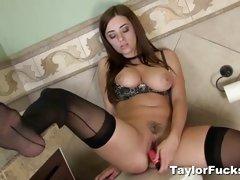 Sexy Taylor vixen loves teasing her moist pussy