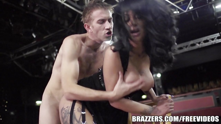 Brazzers Sexy Hot tatooed girl squirts