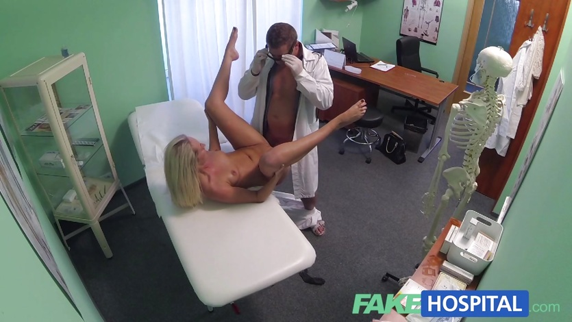 FakeHospital babe gets her moist pussy examined