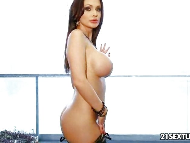 Glamorous Aletta Ocean exposes her succulent round tits