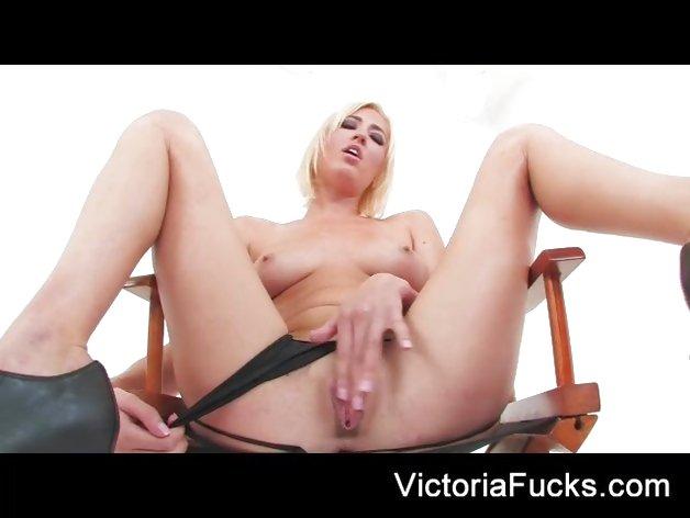 Victoria White loves teasing her moist slot